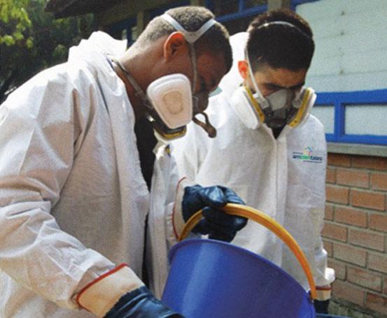 Personal capacitado para recolección de aceites y otros residuos liquidos