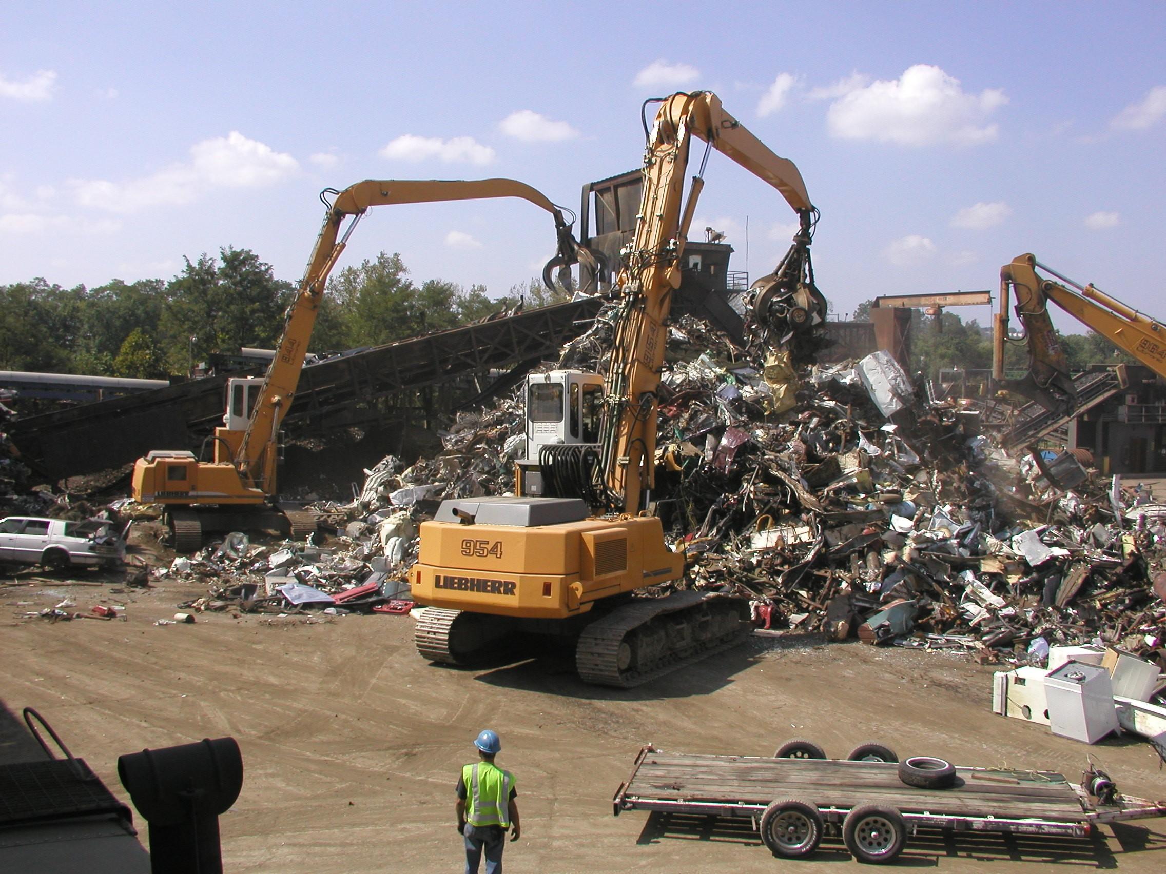 Patio para recolección y acopio de desechos, basura, residuos, material de reciclaje.